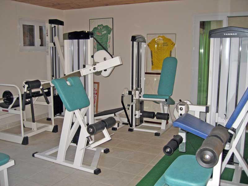 Gite jaune les trois maisons gite de montagne en vall e for Club piscine lasalle